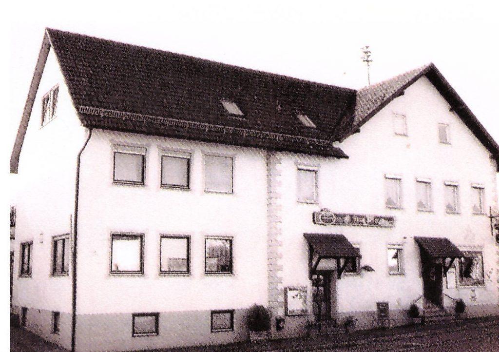Gasthaus zum Adler Aussenansicht schwarz-weiss
